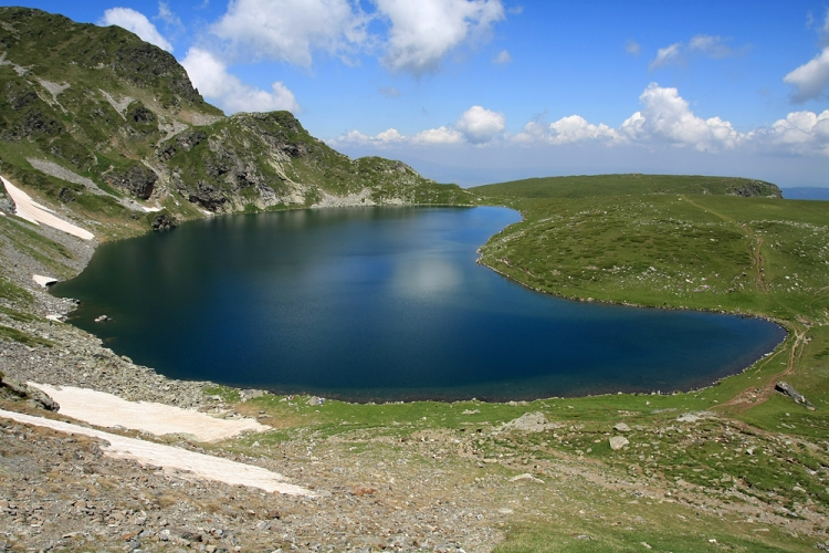 """The Kidney"" is the lake with the steepest shores of the entire group"