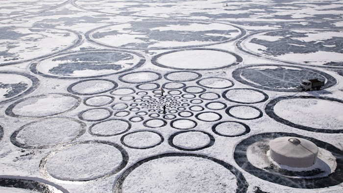 Jim Denevan's Giant Artwork on Frozen Lake Baikal