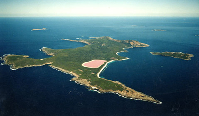 swim-in-lake-hillier-australia-3