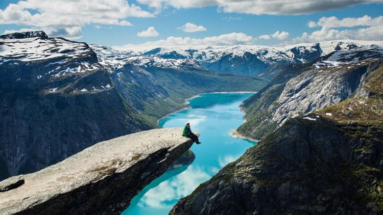 norway-trolltunga-mountain-rend-tccom-966-544